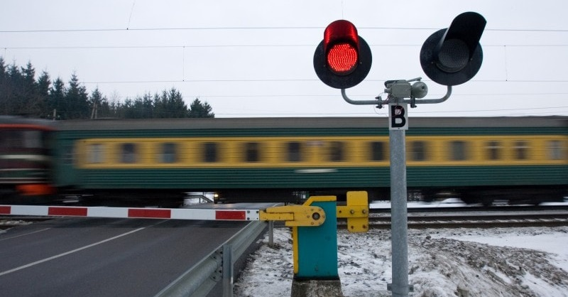 Automated Railway Crossing Workshop for Engineering Students