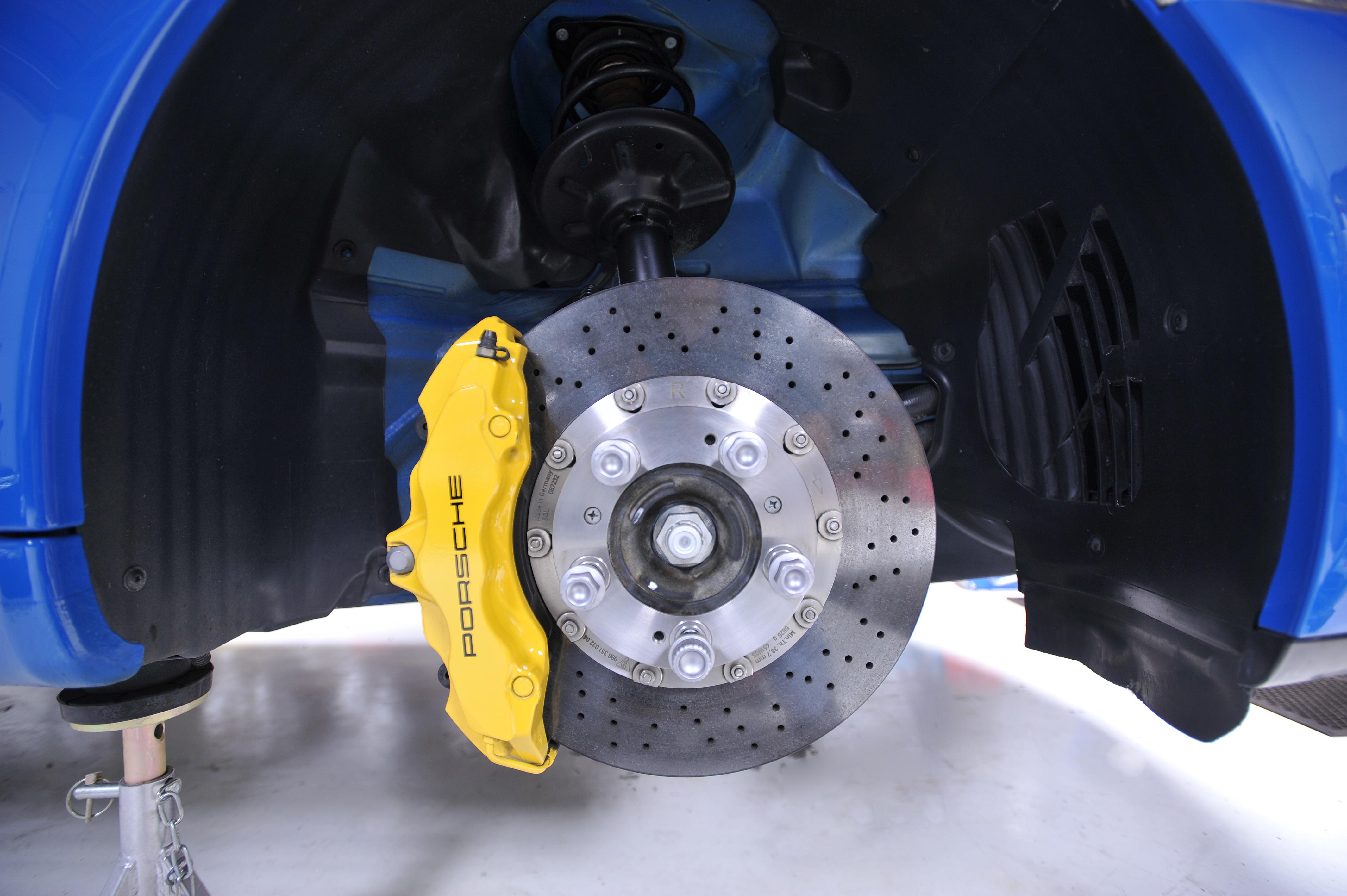 Brake failure indicator for automobiles